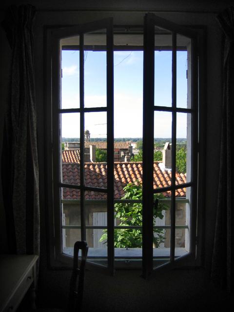 arles_window.jpg