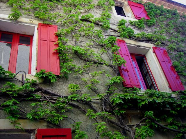 red_windows_venasque.jpg