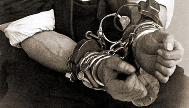 houdini-in-cuffs